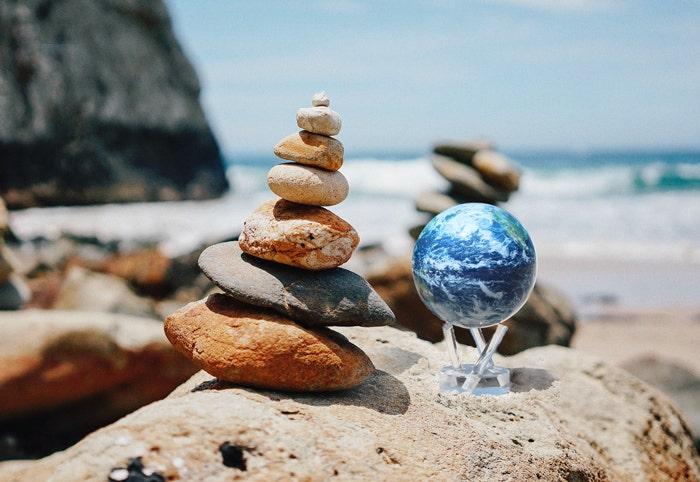 mova globe rock balancing